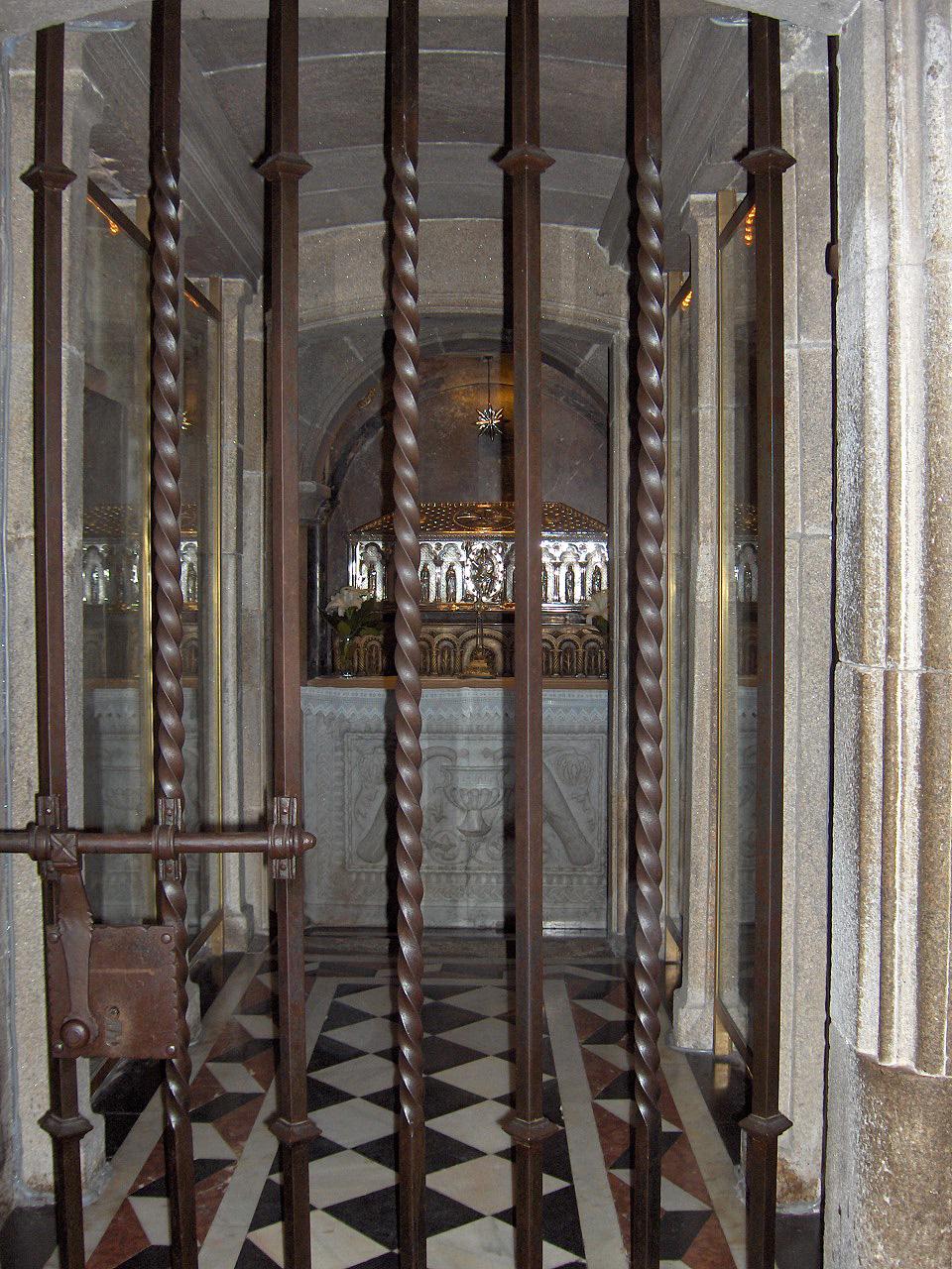Ap santiago de compostela cathedral - Interior santiago de compostela ...