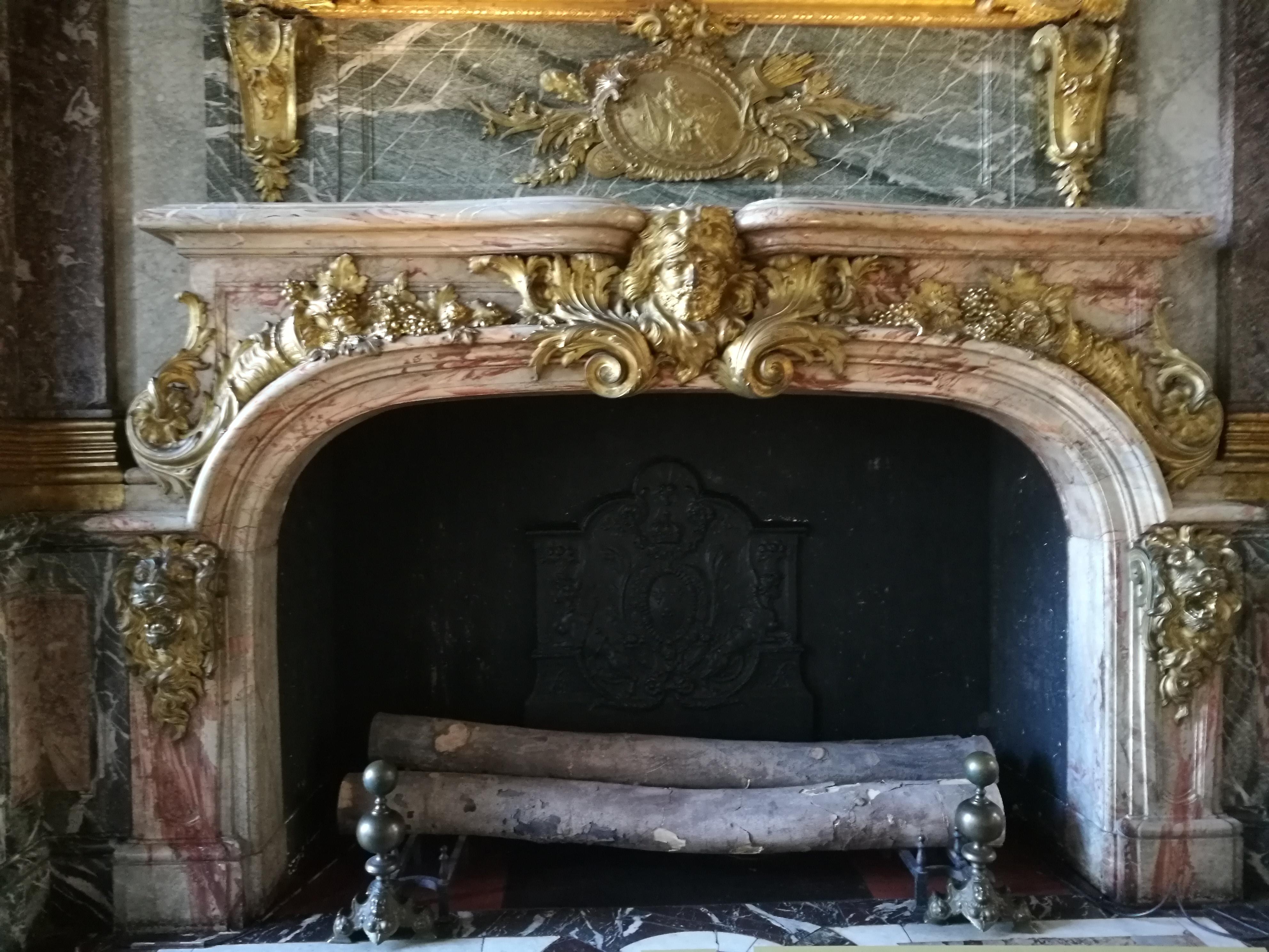 File:Schloss Versailles Paris Kamin