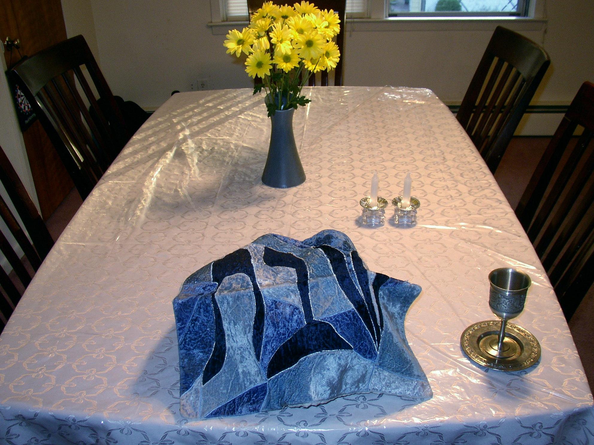 FileShabbat table setting.jpg & File:Shabbat table setting.jpg - Wikimedia Commons