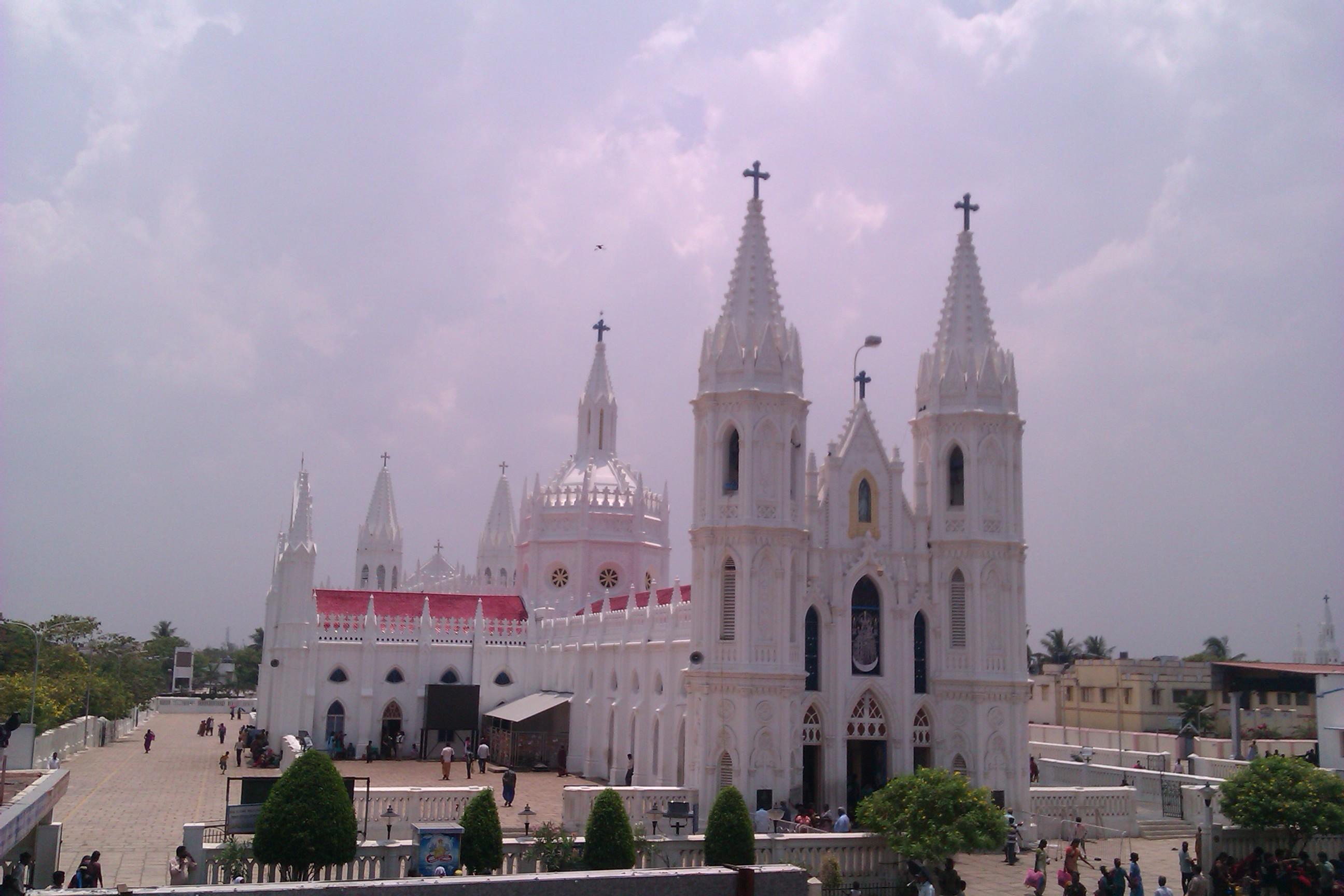 Beautiful R V Church #1: Shrine_Basilica,_Velankanni,_Tamil_Nadu.jpg