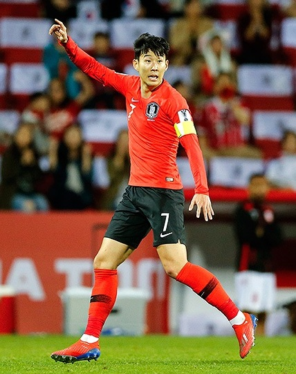 Heung-min playing for South Korea at 2019 AFC Asian Cup bec0aca7e