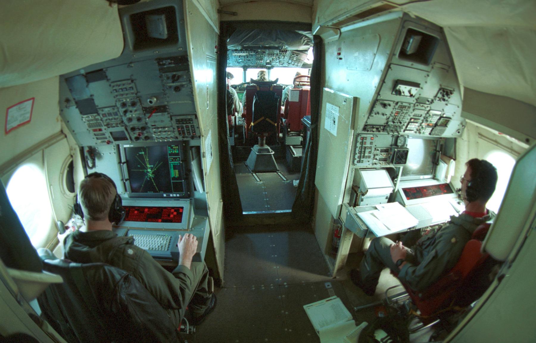ファイル us navy 030816 n 1928o 043 naval reservists assigned to the