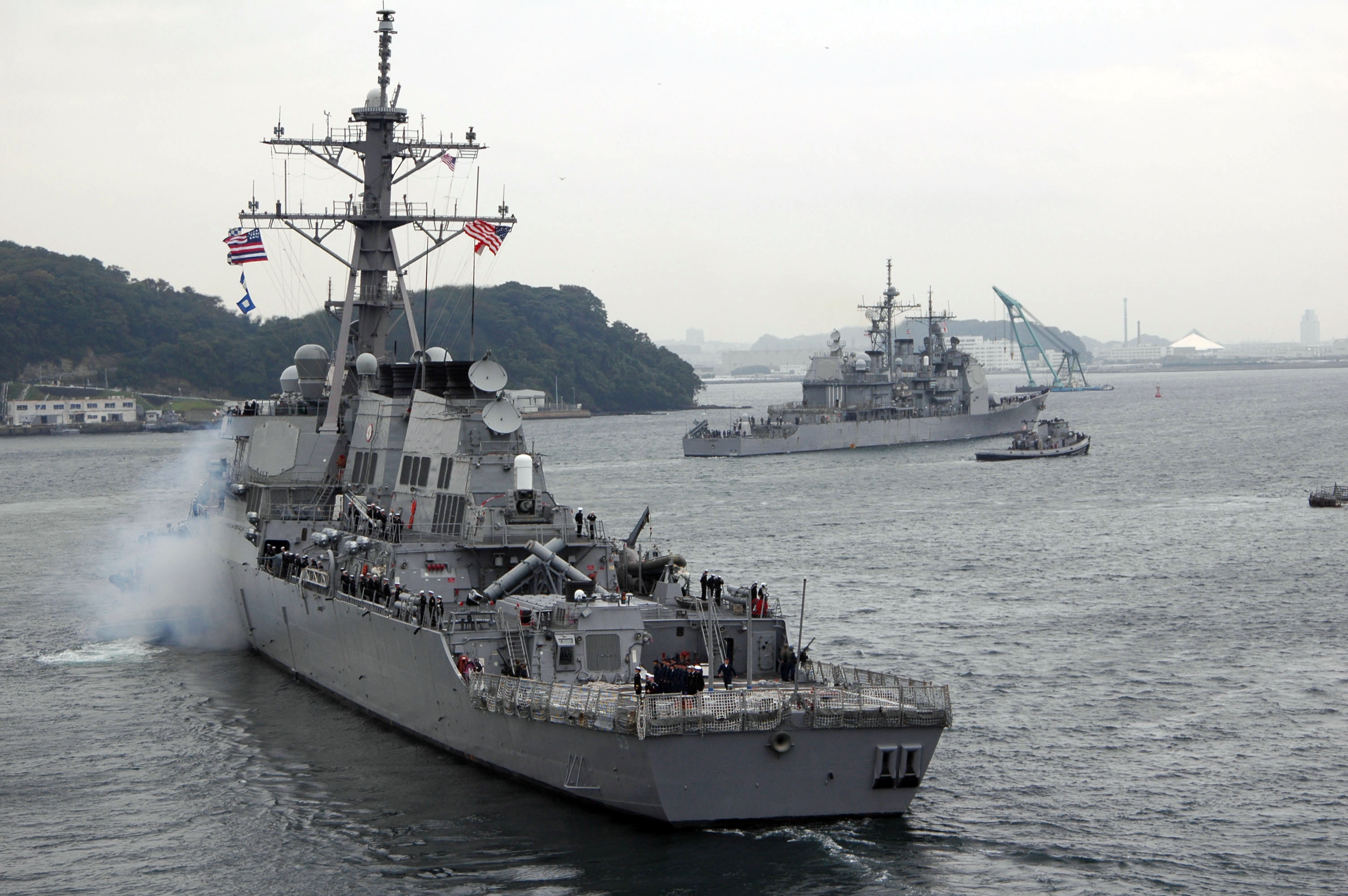 US_Navy_051011-N-7883G-043_The_guided_missile_destroyer_USS_John_Paul_Jones_%28DDG_53%29_and_the_guided_missile_cruiser_USS_Cowpens_%28CG_63%29_depart_Truman_Bay_for_a_fall_underway_period.jpg