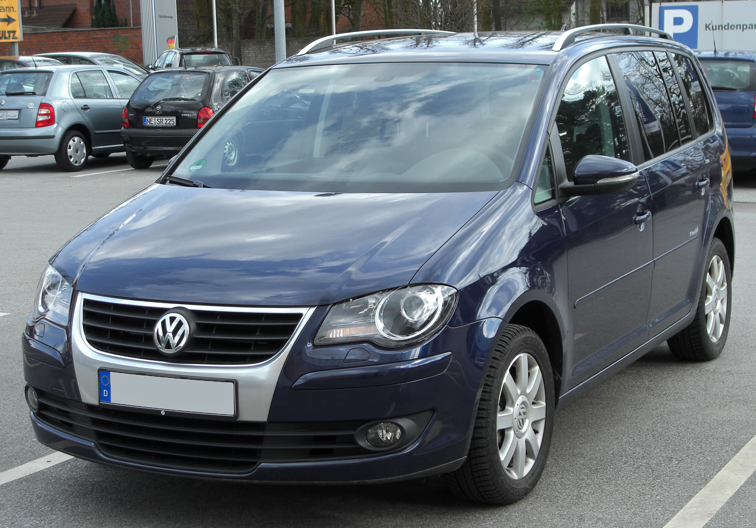 file vw touran facelift freestyle front wikimedia commons. Black Bedroom Furniture Sets. Home Design Ideas