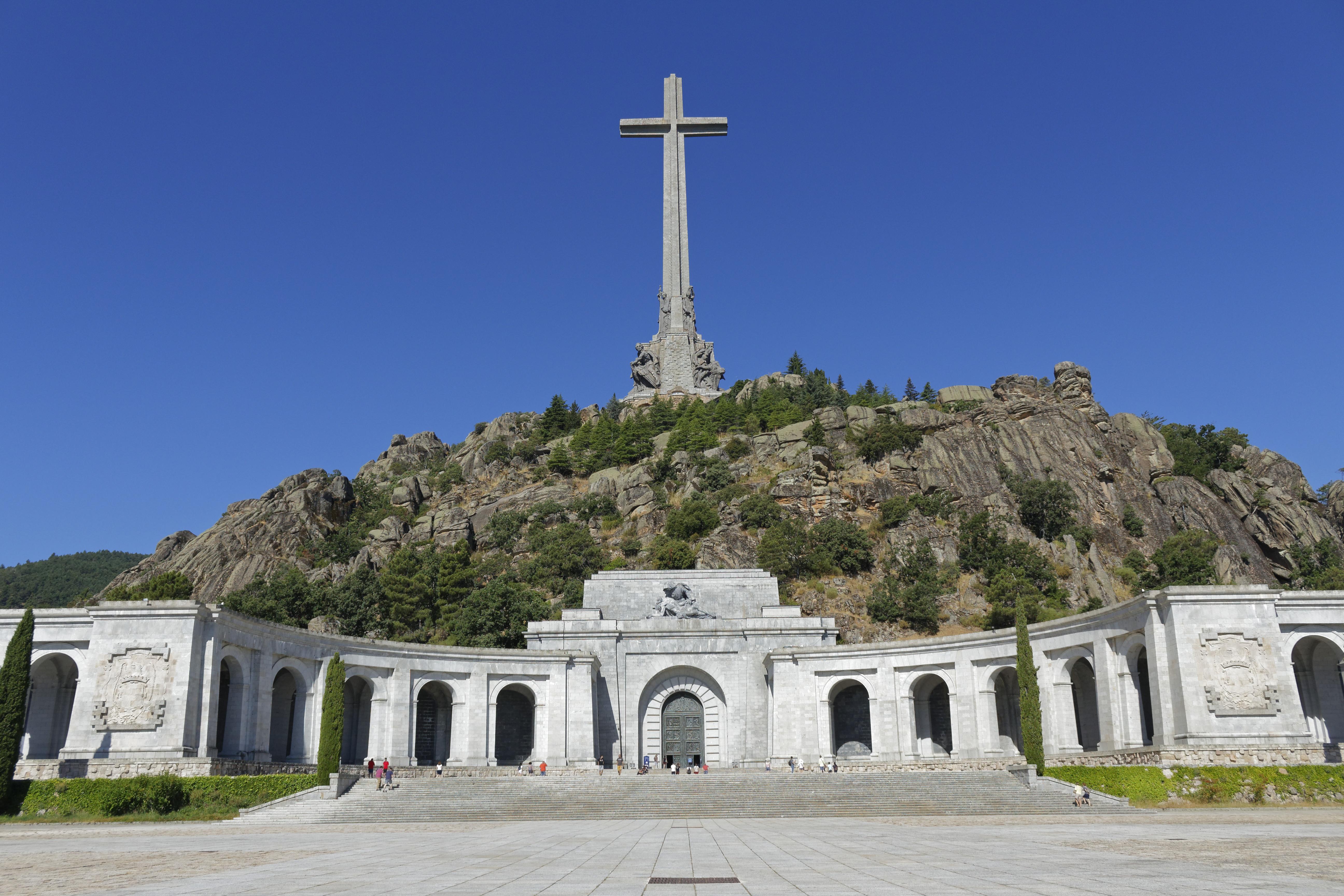 Valle de Los Caídos Basilica, San Lorenzo de el Escorial, Madrid, Spain [3872 x 2592]