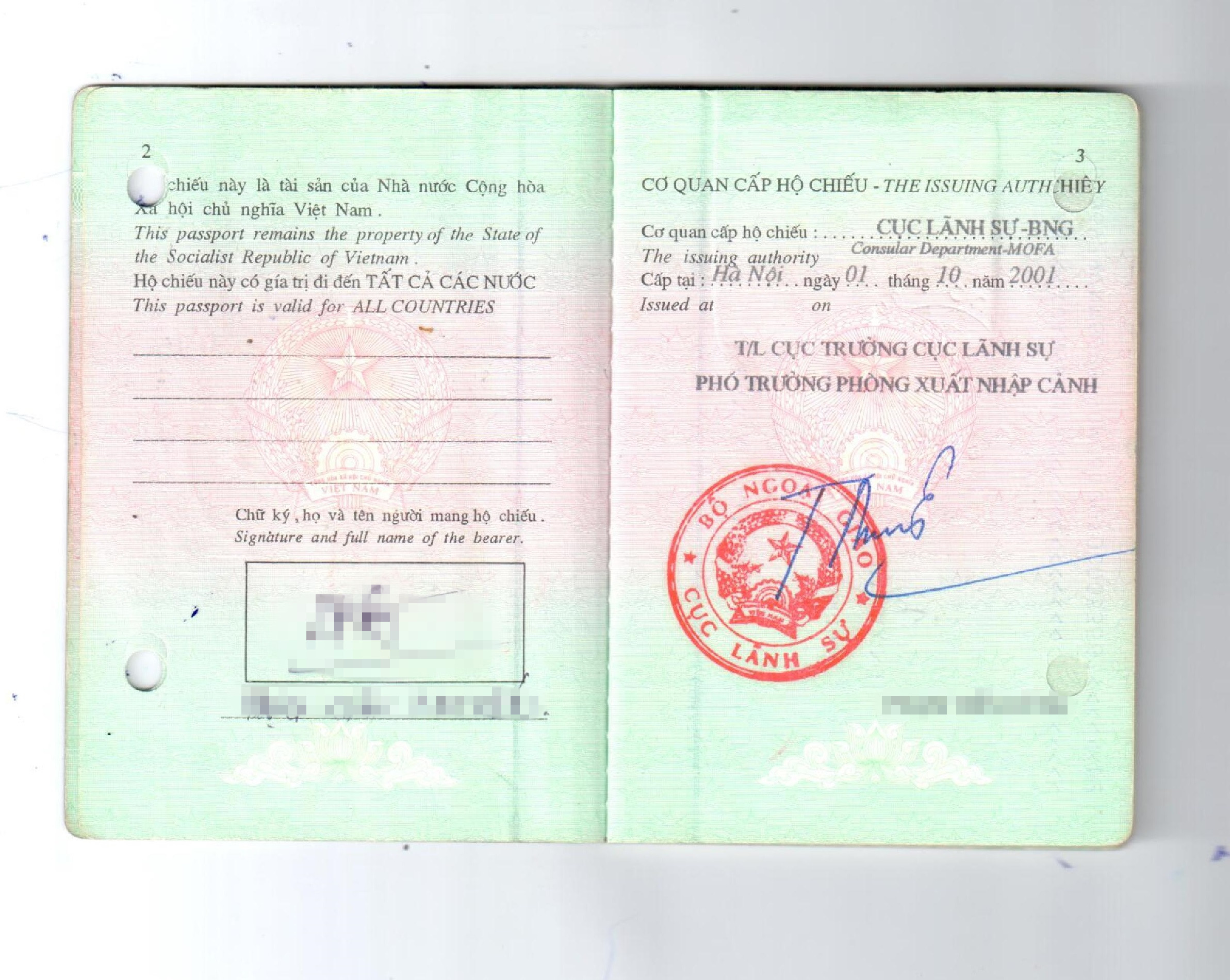 Tập tin:Vietnamese official passport page 2-3 issued 2001