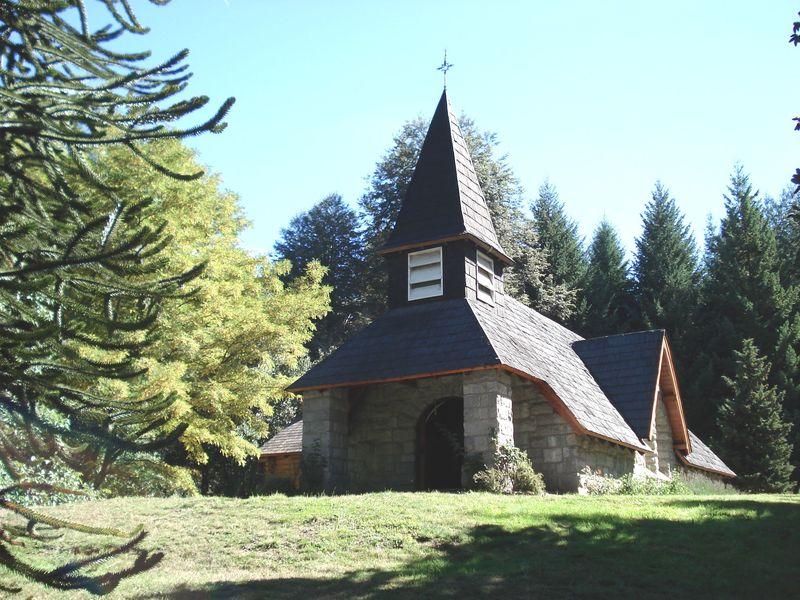 Capilla Nuestra Señora Virgen de la Asunción, en Villa La Angostura, en la Patagonia de Argentina.