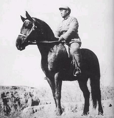 Zhu_De_on_horse_back.jpg