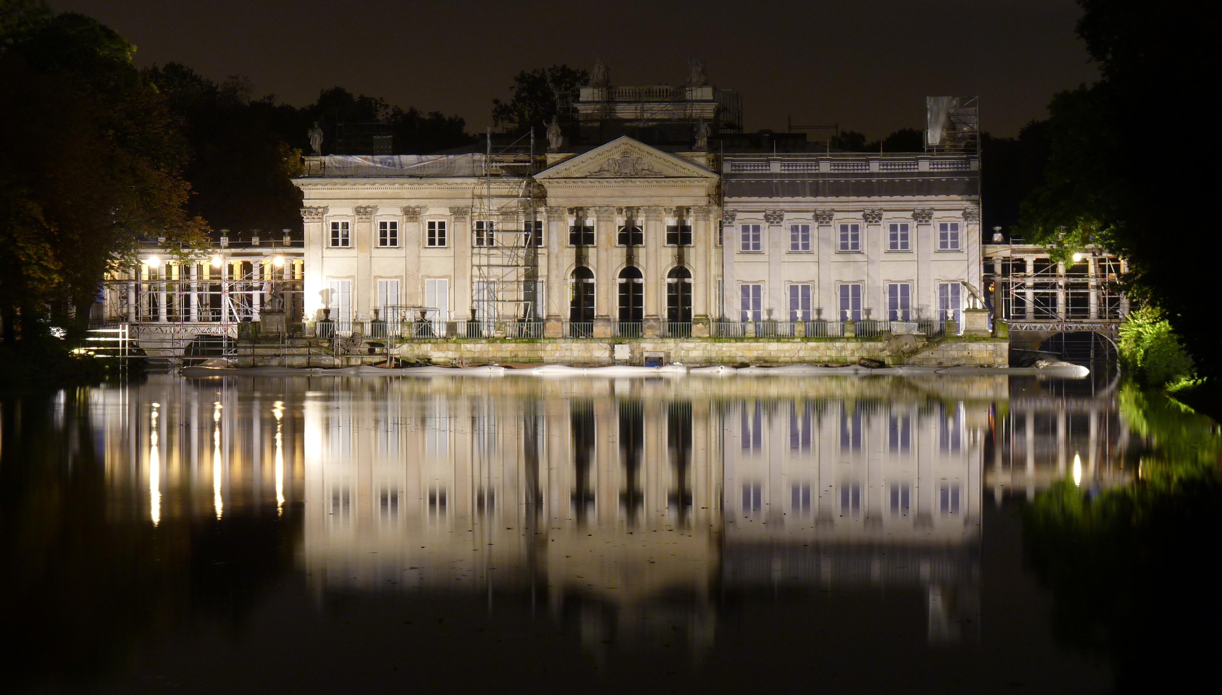 Plikłazienki Pałac Na Wodzie W Nocyjpg Wikipedia Wolna