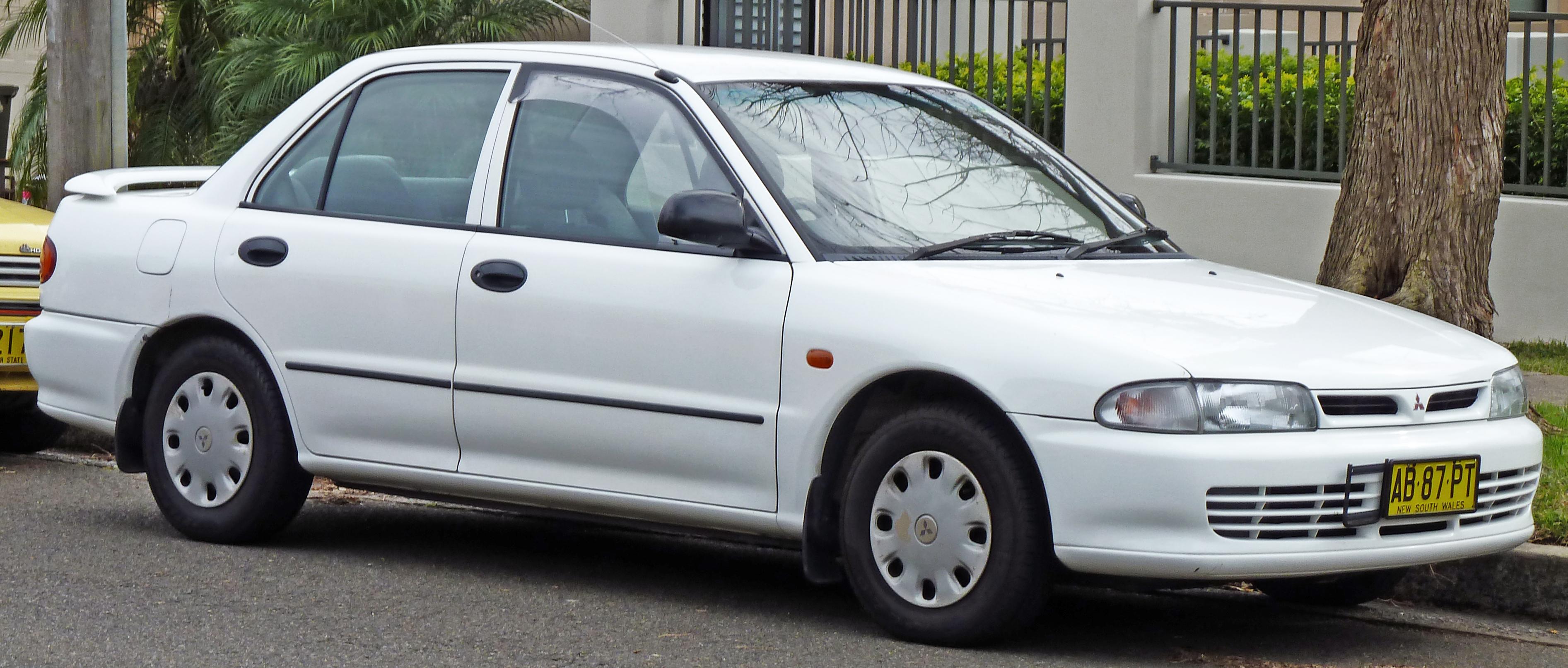 File1993 1996 Mitsubishi Lancer CC Executive Sedan 01
