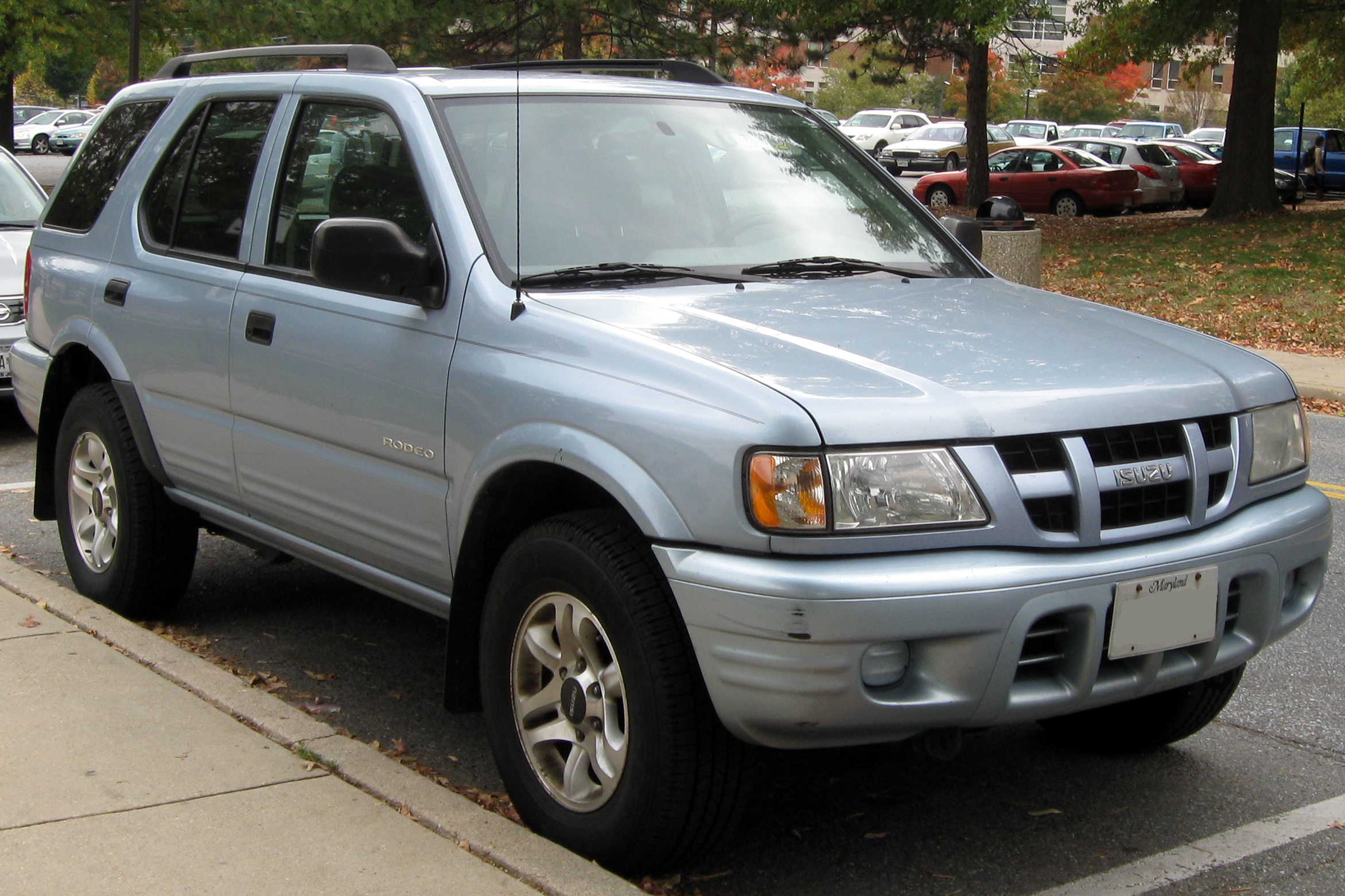 File 2004 Isuzu Rodeo 10 20 2010 Jpg Wikimedia Commons