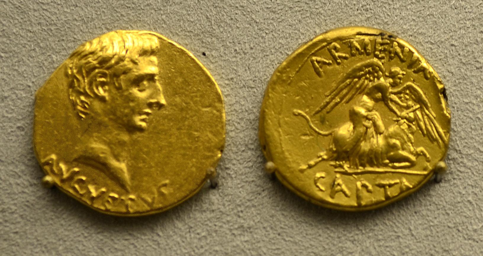 201209071749a Berlin Pergamonmuseum, Aureus, FO Pergamon, kaiserzeitlich, VS AVGVSTVS,.RS ARMENIA CAPTA, 19-18 v.u.Z.jpg