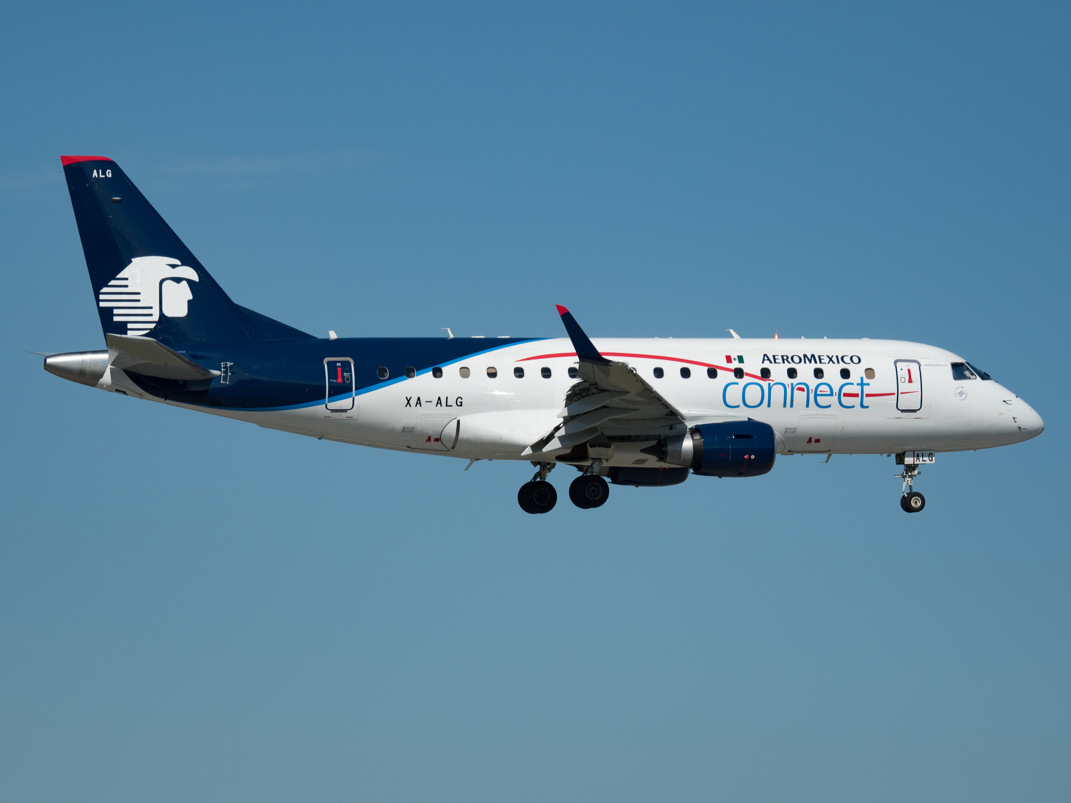 Archivo:Aeroméxico Connect Embraer 170 (XA-ALG) at Miami ...