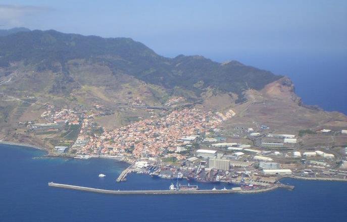 Resultado de imagem para Porto do Caniçal
