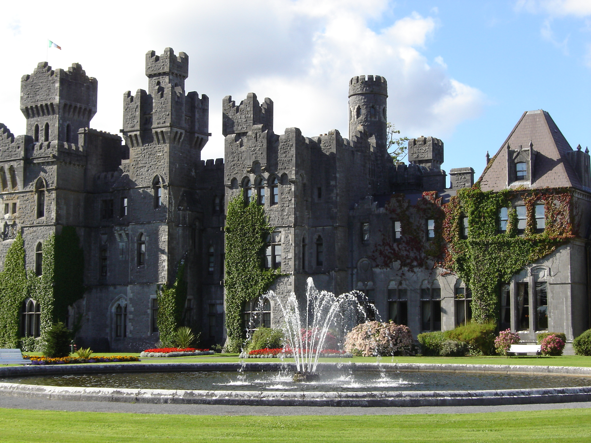 File:Ashford Castle, County Mayo
