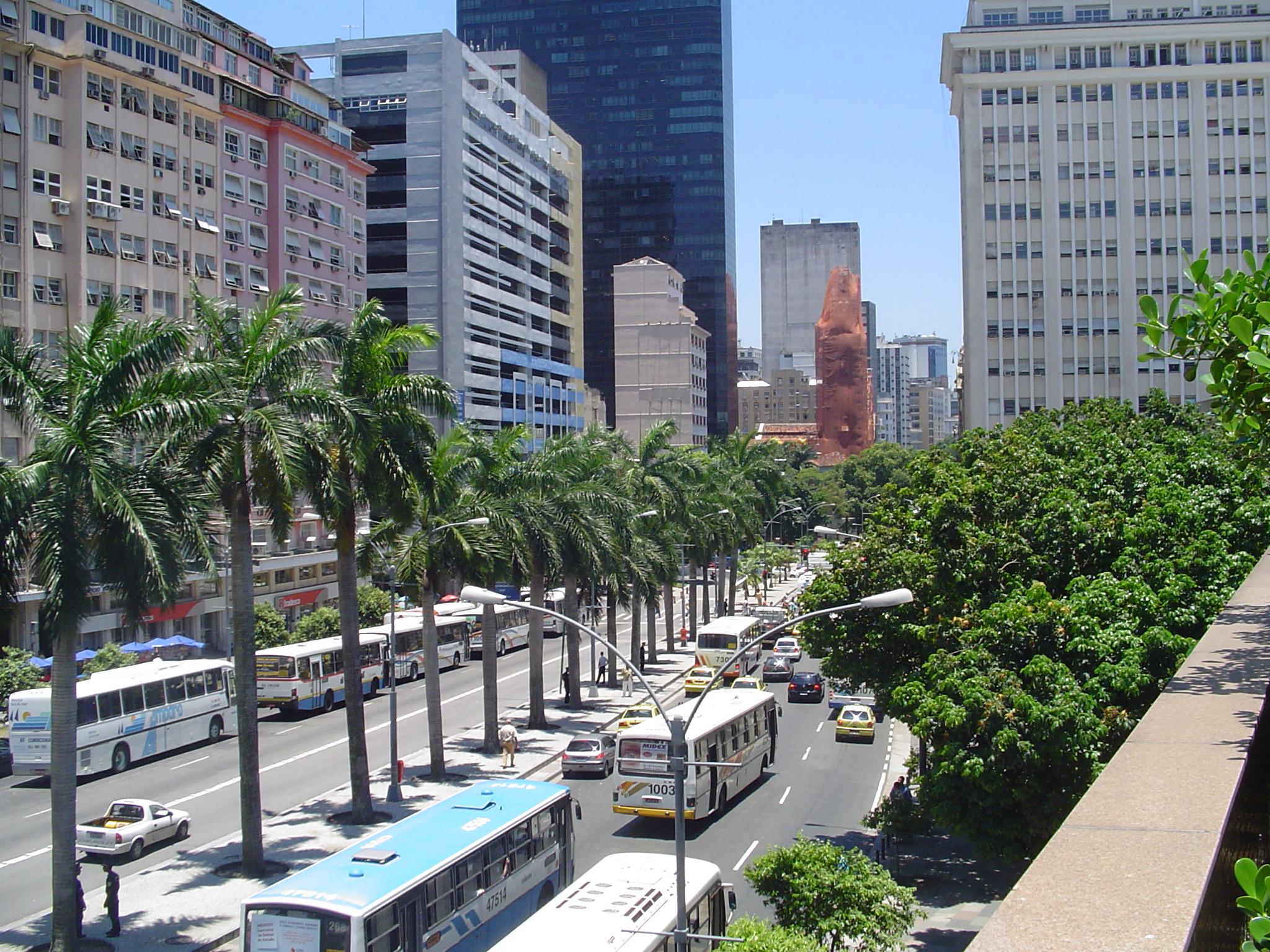 http://upload.wikimedia.org/wikipedia/commons/b/bf/Avenida_rio_de_janeiro.jpg