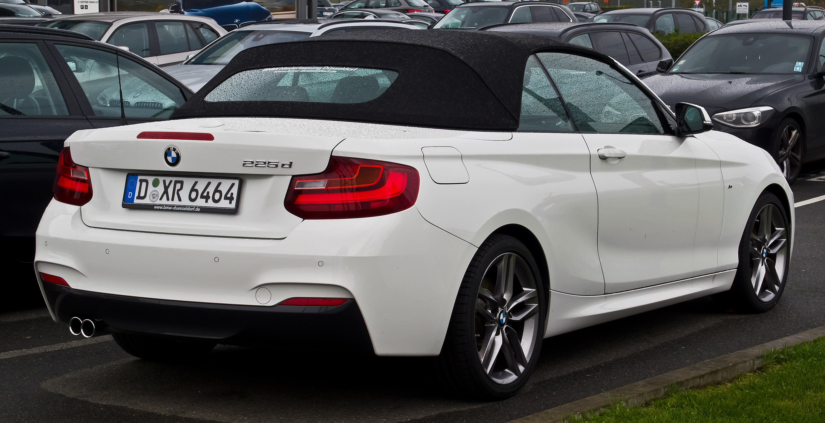 file bmw 225d cabriolet m sport f23 heckansicht 18 oktober 2015 d. Black Bedroom Furniture Sets. Home Design Ideas