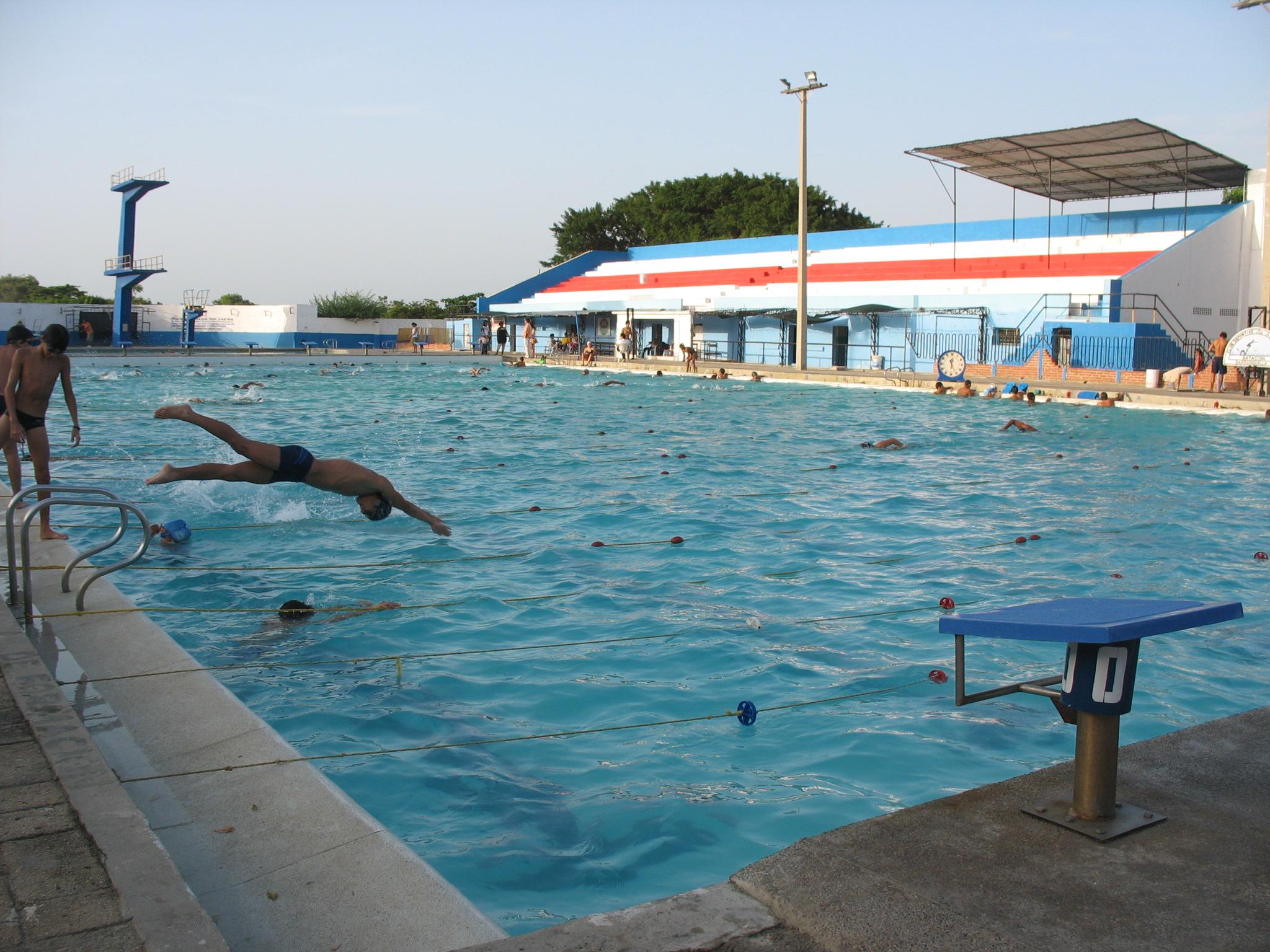 File barranquilla piscina ol wikimedia commons for Piscina olimpica