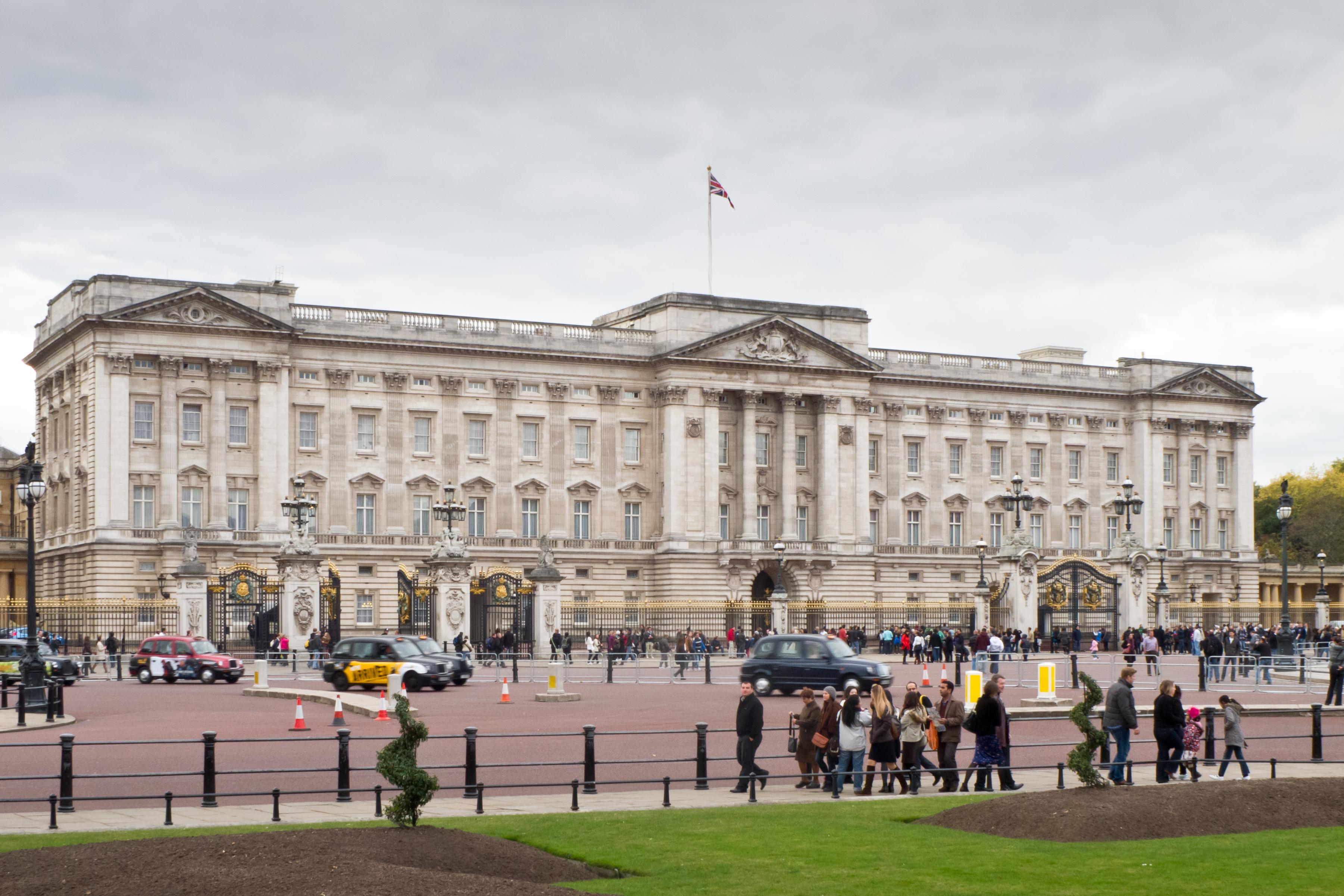 ... Buckingham Palace - 01.jpg ...