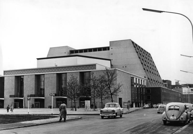 Bundesarchiv B 145 Bild-F004426-0005, Köln, Opernhaus.jpg