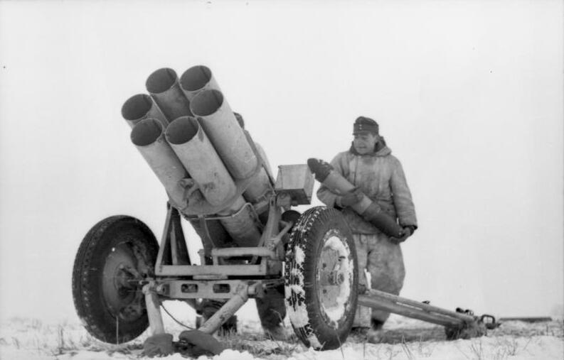 Las Reglas de la Guerra: Armas Remolcadas Bundesarchiv_Bild_101I-277-0840-32,_Russland,_Nebelwerfer_im_Schnee