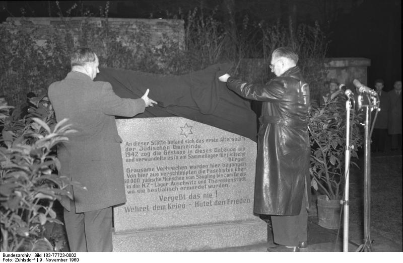 Datei:Bundesarchiv Bild 183-77723-0002, Berlin, Gedenkstein für jüdische Opfer.jpg