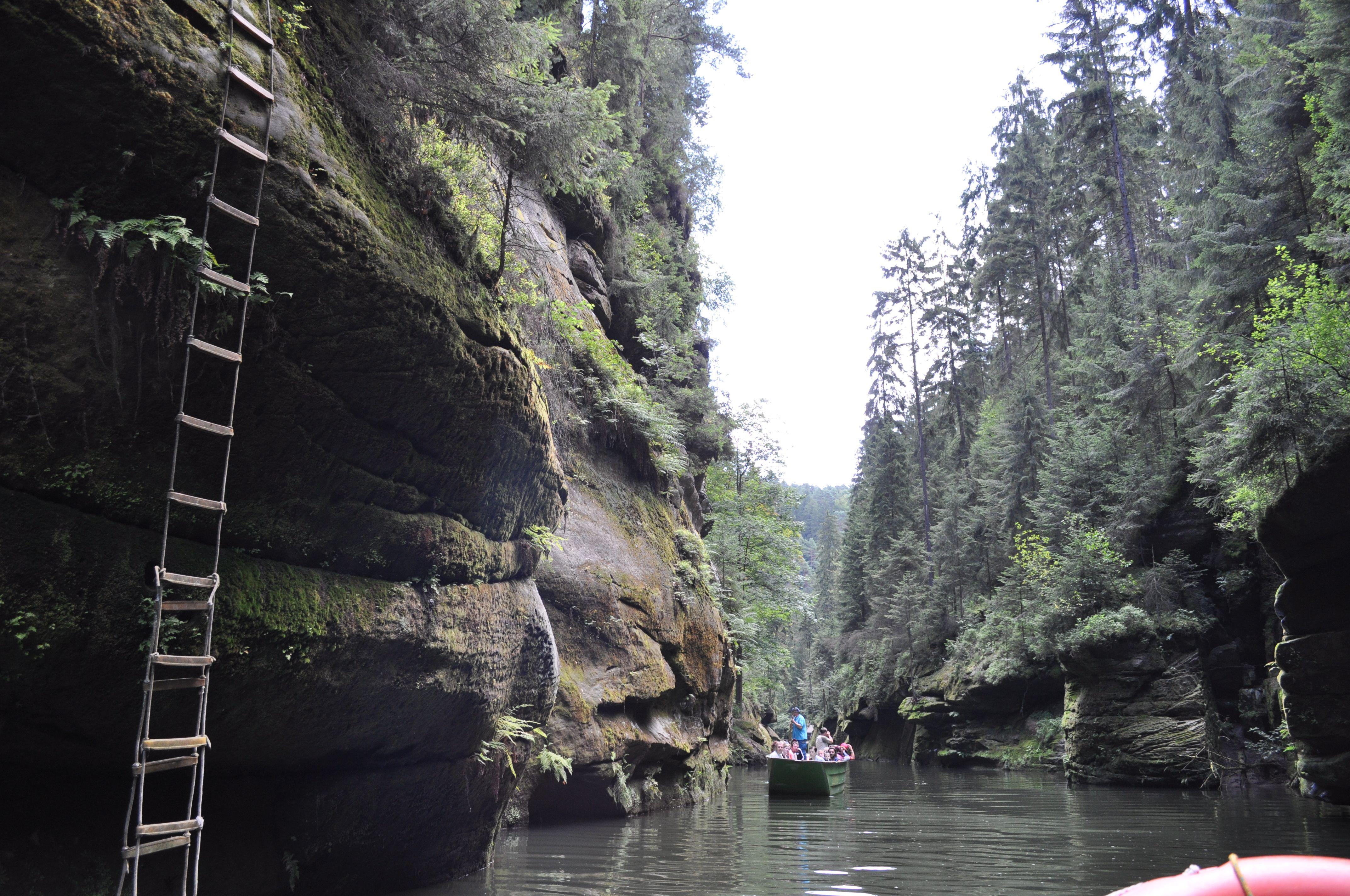 Afbeeldingsresultaat voor gorge along Kamenice river