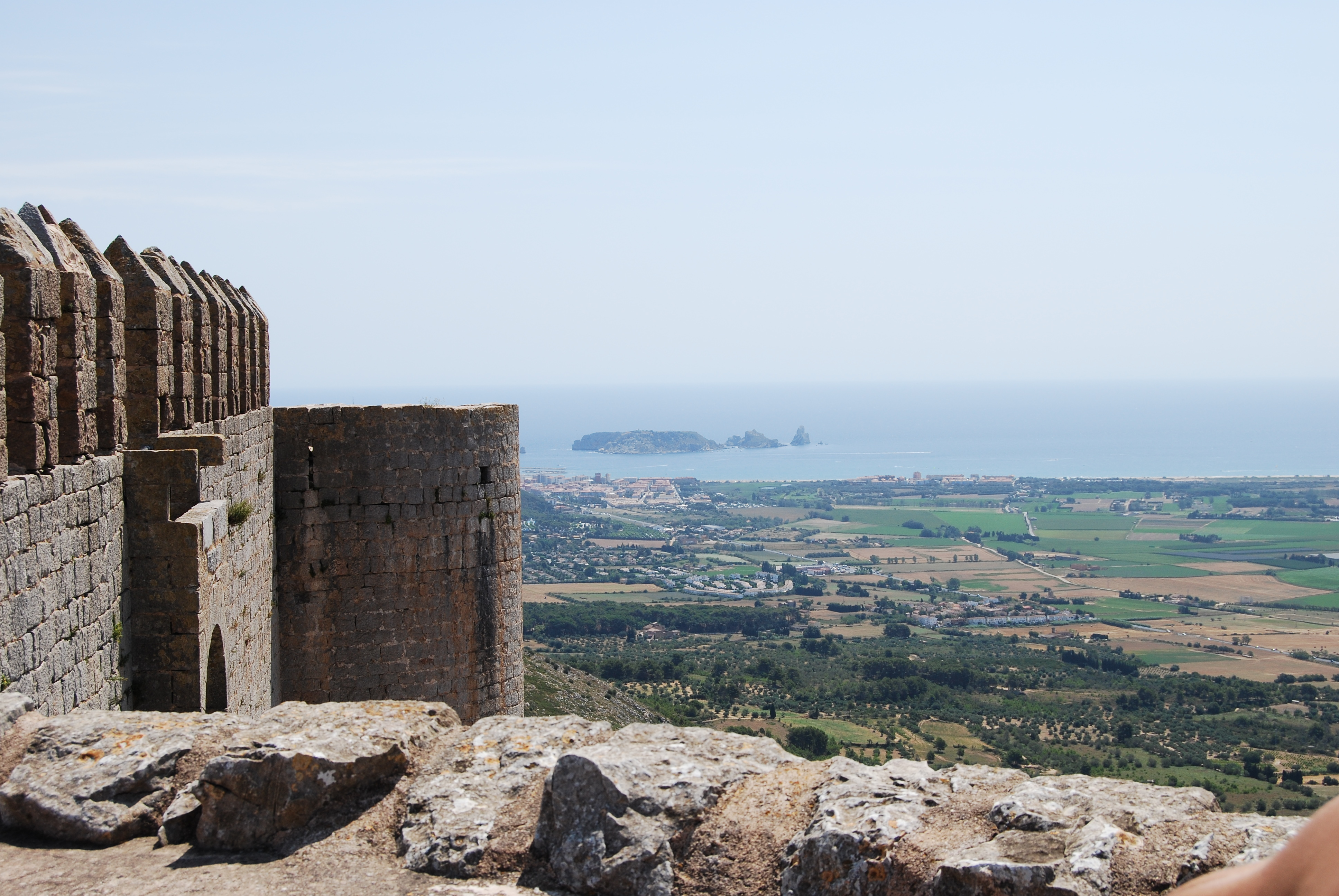 Torroella de Montgri Spain  City pictures : Description Castell de Torroella de Montgri, vista desde el castell ...