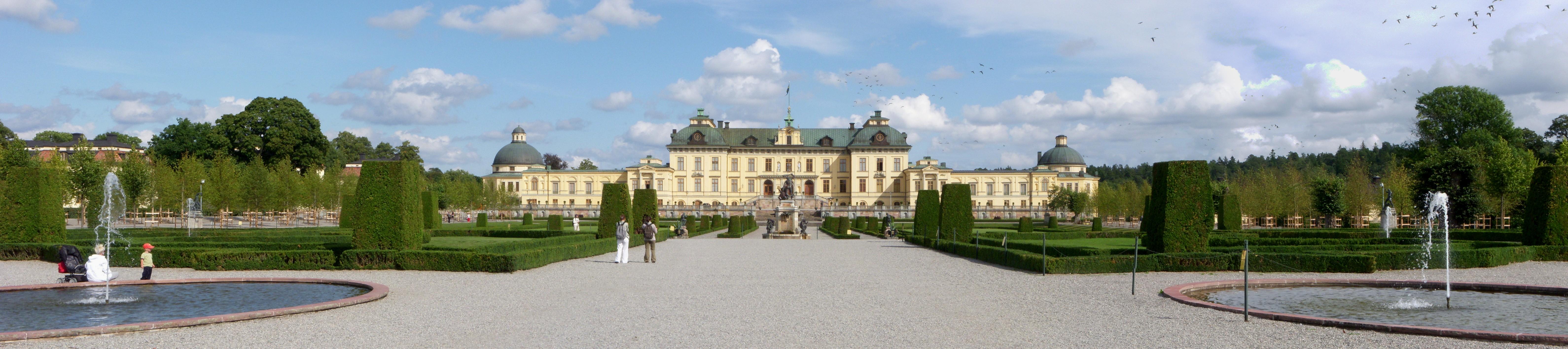 Drottningholms_slott_panorama_2011.jpg