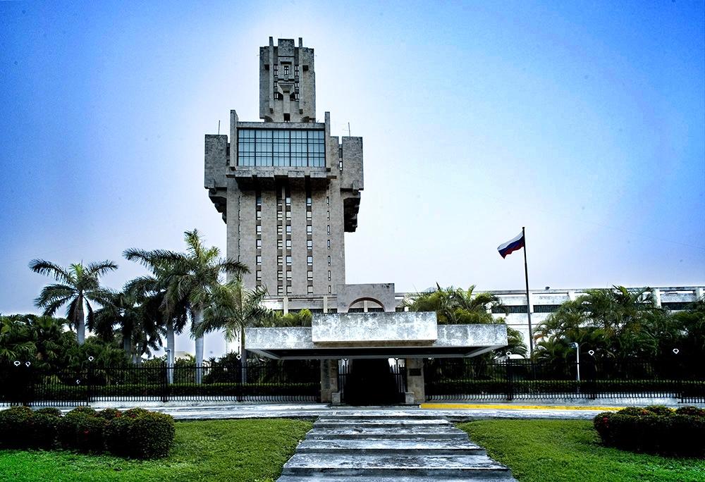 Russische Botschaft in Havanna | Bildquelle: https://upload.wikimedia.org/ © Nick De Marco - http://nickdemarcofoto.com [CC BY (https://creativecommons.org/licenses/by/3.0)] | Bilder sind in der Regel urheberrechtlich geschützt