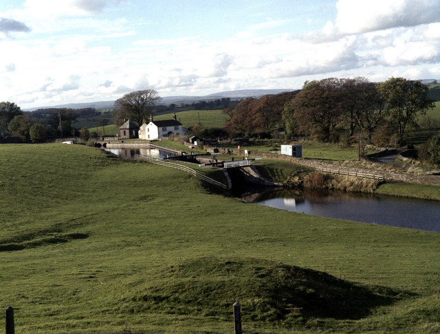 Greenberfield Top Lock No 44, Leeds and Liverpool Canal - geograph.org.uk - 484014