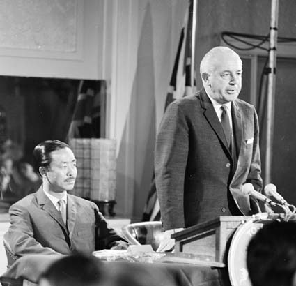 Ky with Prime Minister Harold Holt on his controversial 1967 visit to Australia. Holt and Ky 02.jpg