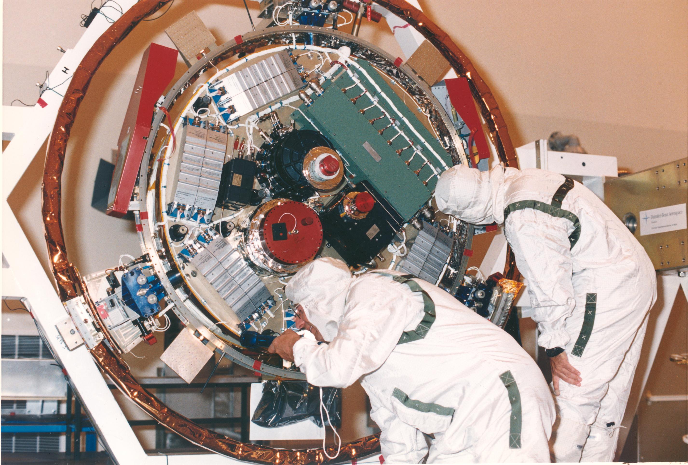 File:Huygens probe opened.jpg - Wikimedia Commons