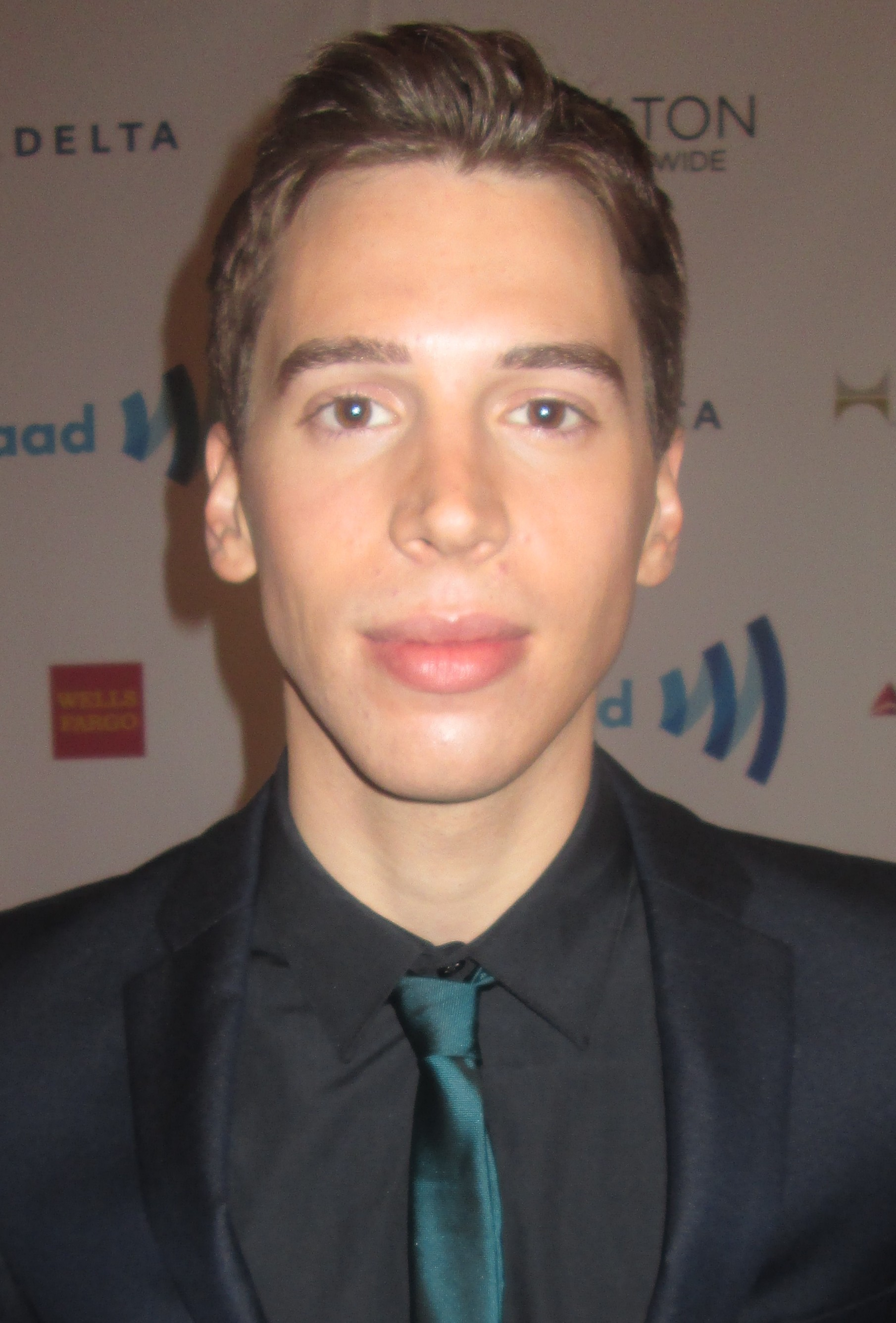 File:Jordan Gavaris 2014.jpg