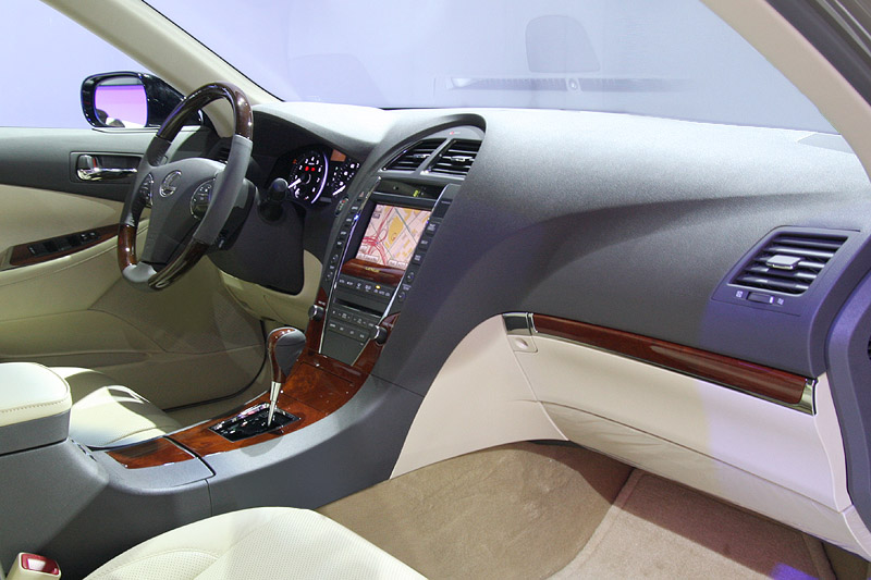 File:Lexus Walnut Parchment ES 350 Interior