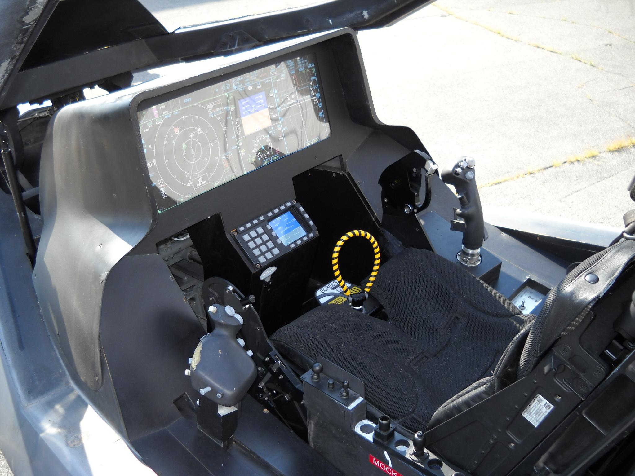 Lockheed_Martin_F-35_Lightning_II_mock-u