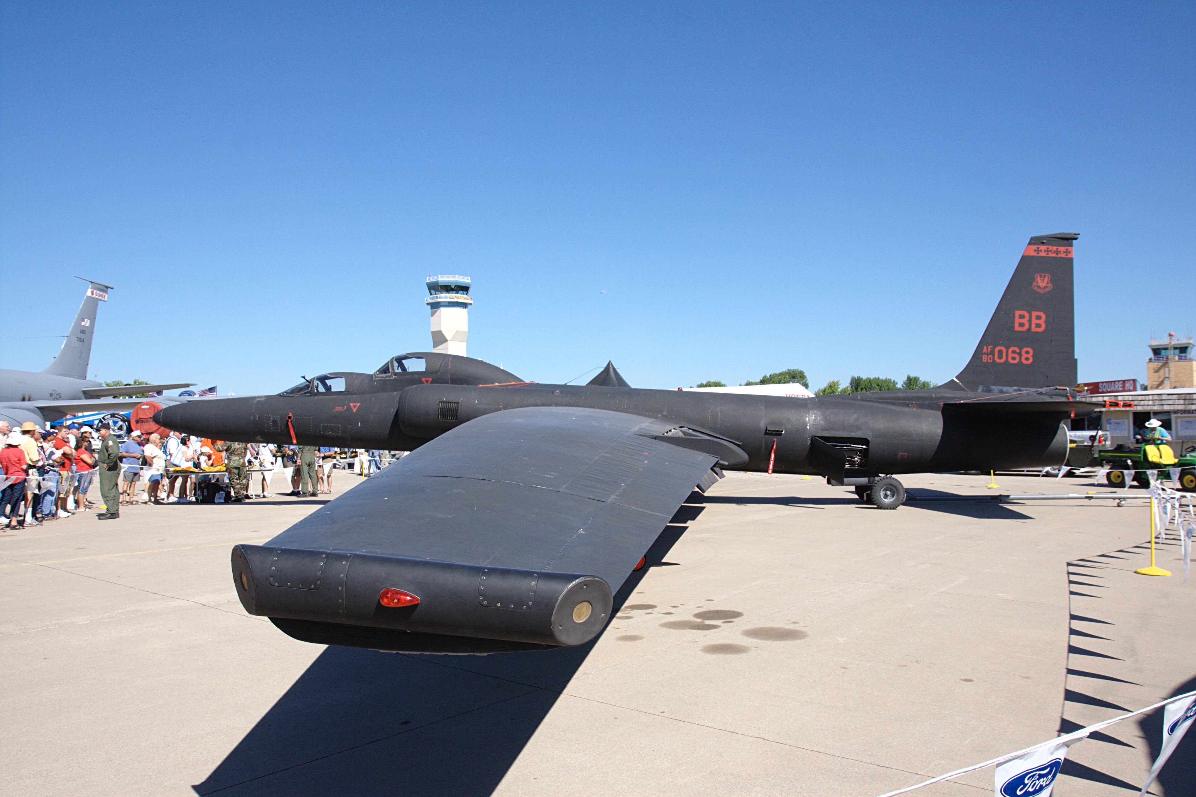 https://upload.wikimedia.org/wikipedia/commons/b/bf/Lockheed_U-2_TR-1B.jpg