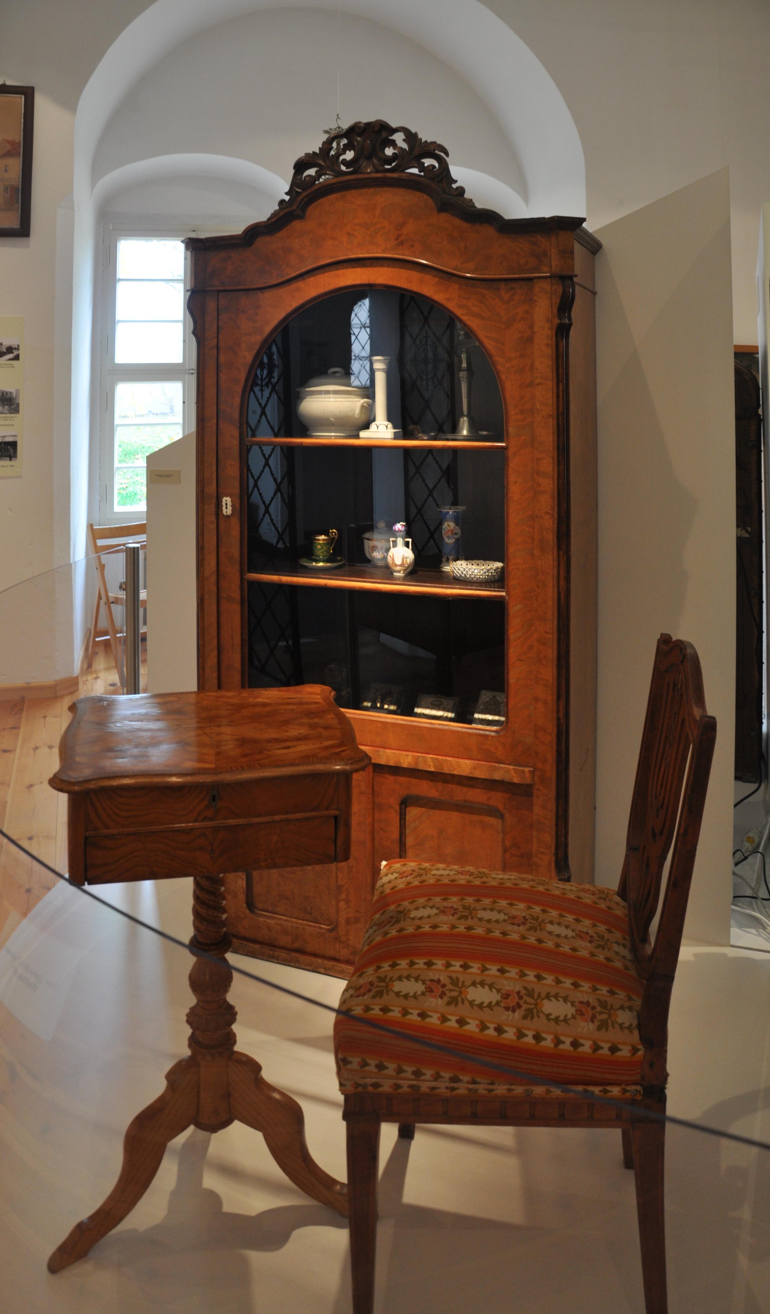 file m bel biedermeier museum wikimedia commons. Black Bedroom Furniture Sets. Home Design Ideas