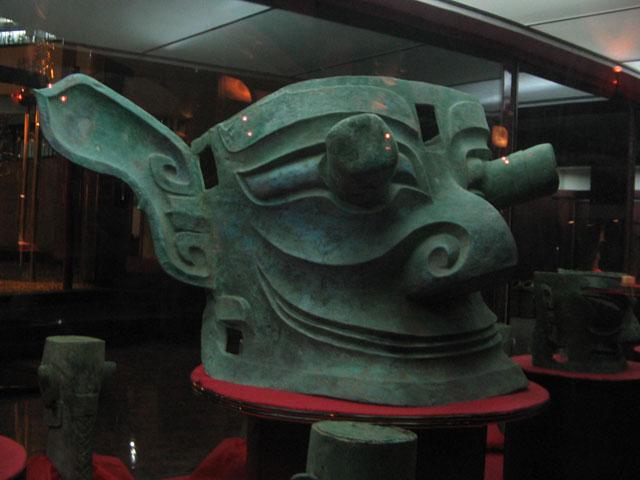 À la recherche des racines de Sanxingdui Masque-de-bronze-Sanxingdui