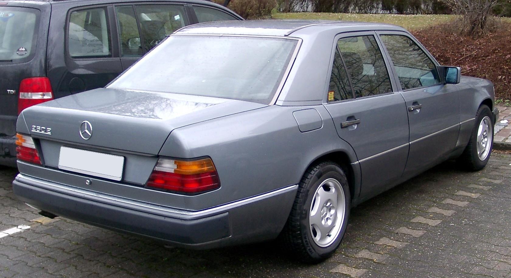 [Imagen: Mercedes_W124_rear_20080315.jpg]