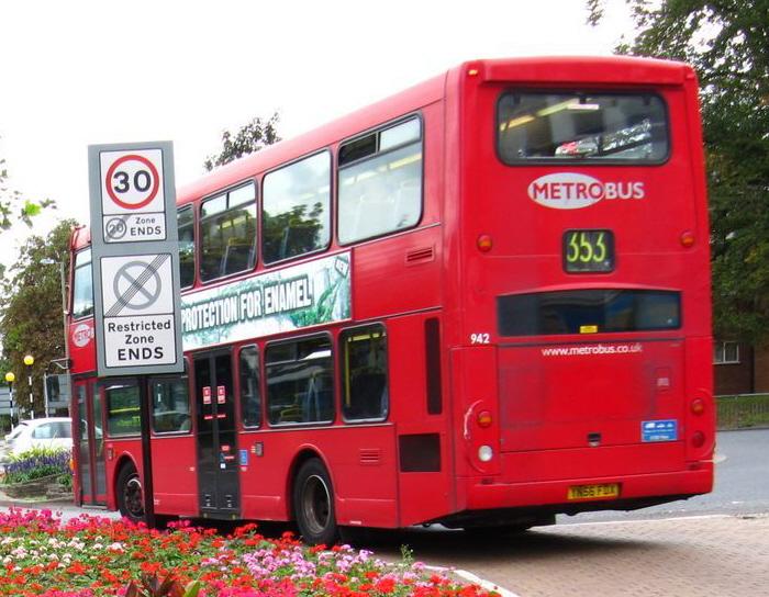 File:Metrobus bus 942 (YN56 FDX) 2006 Scania N94UD OmniDekka