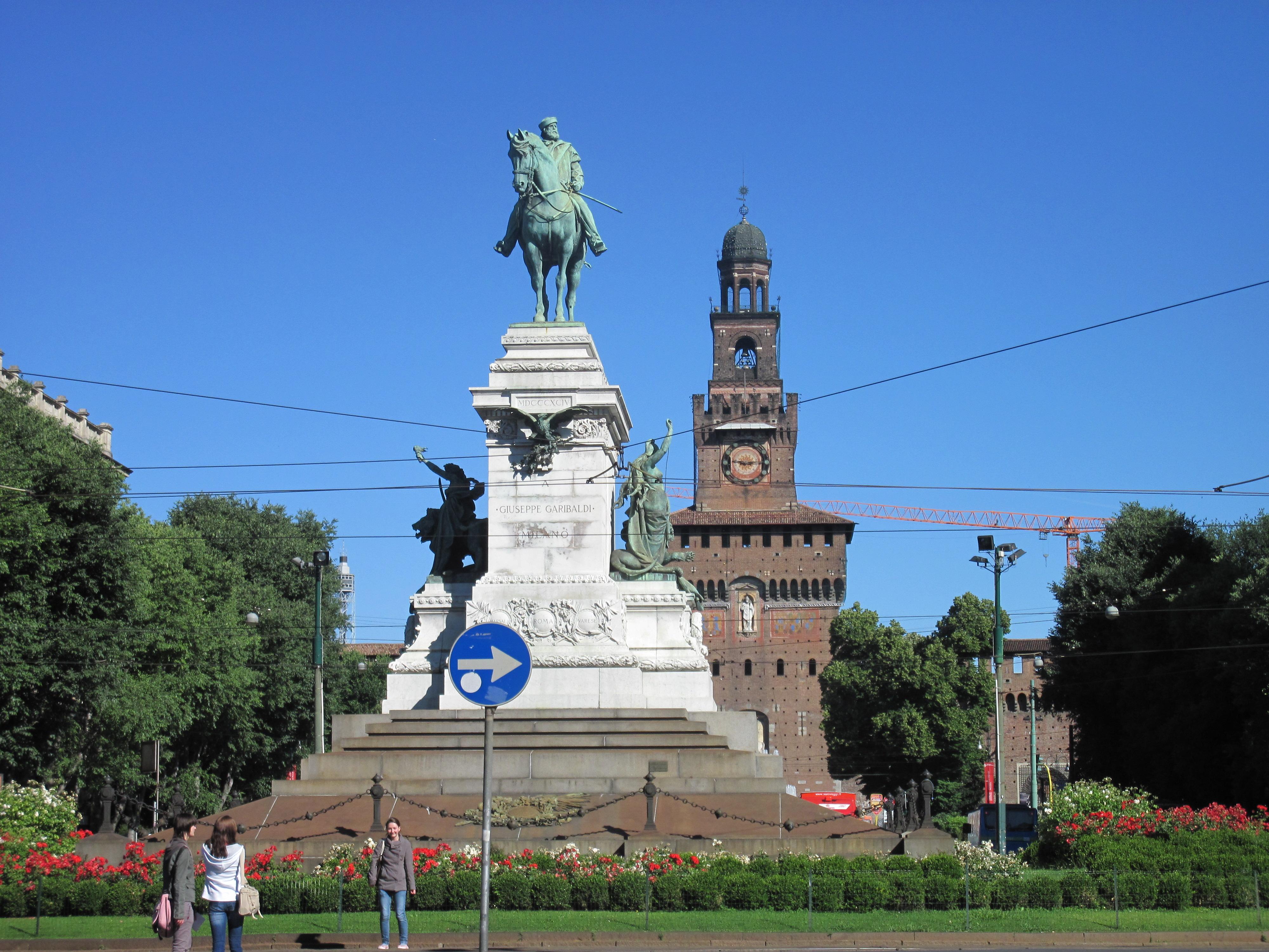 Imagini pentru Monumentul Galibardi milano