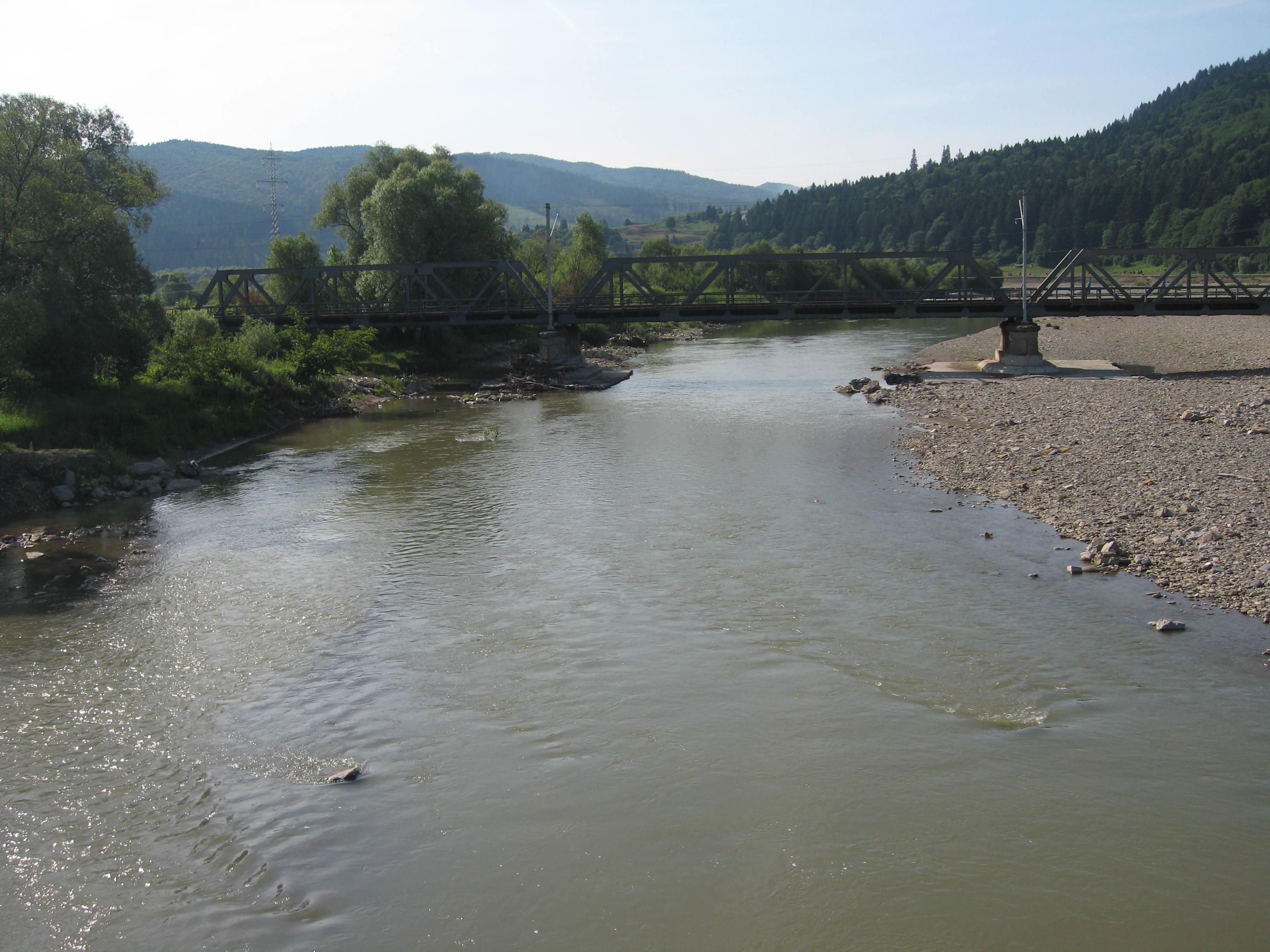 Moldova River2.jpg