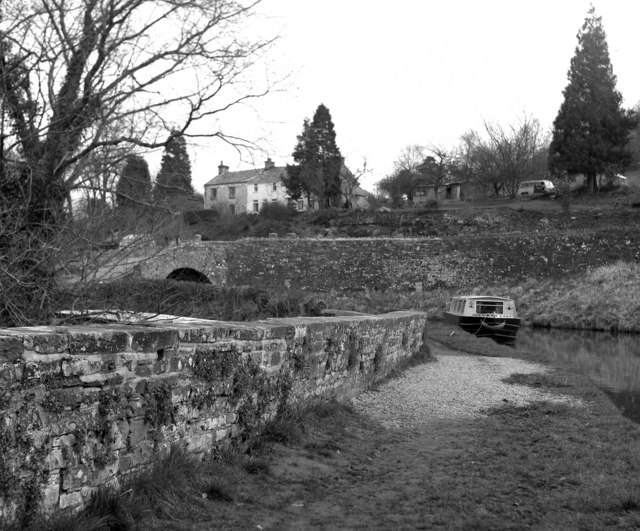 Monmouthshire and Brecon Canal, Talybont - geograph.org.uk - 378815