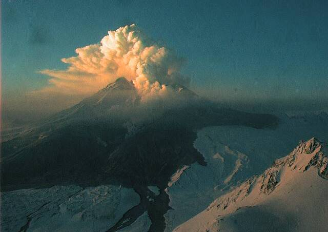Major explosion at Mt. Redoubt volcano in Alaska - Wikinews, the free news source
