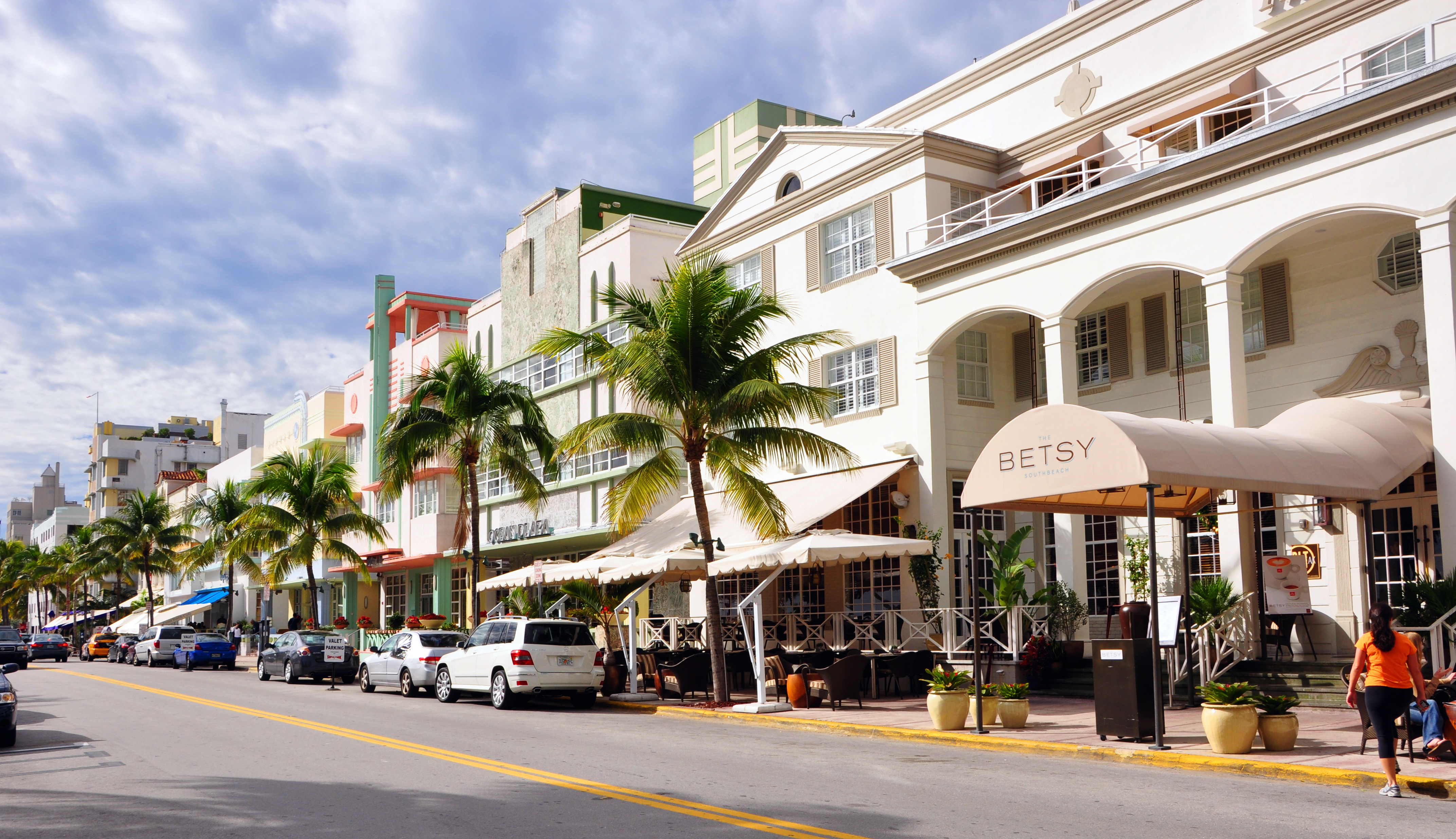 View the following Miami Beach Retail Space listings available for lease or rent.. LoopNet is the leading commercial real estate listing service with over billion sq ft of space for lease. Find retail space for lease like department stores, drug stores, garden centers and nurseries, showrooms, veterinary and kennel properties or any other storefront retail property for your next business.
