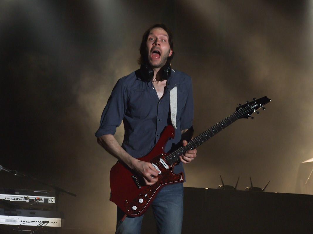 Gitarren lamnar aldrig hans sida
