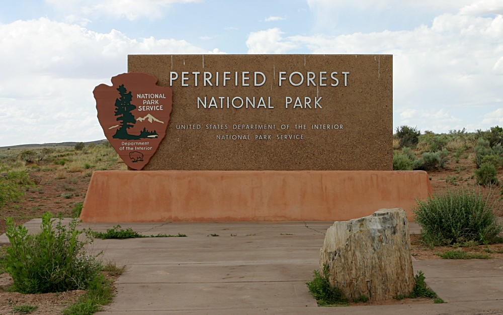 Description petrified forest national park north entrance sign