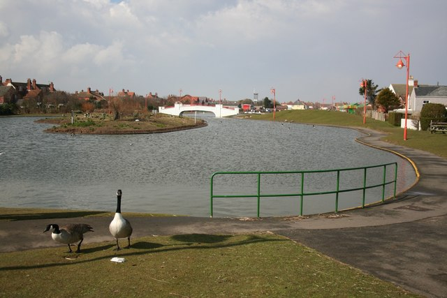 Queens Park Boating Lake - geograph.org.uk - 771342