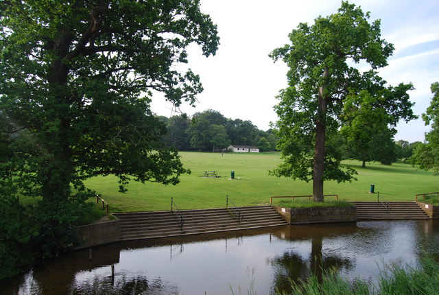 File:River Yare, Earlham Park - geograph.org.uk - 1397889.jpg